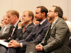 Minister Haaklas, Crown Prince Haakon, and Jimmy Wales