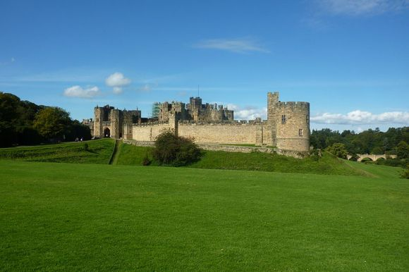 Alnwick Castle in England. Photo by Dr. Haus. CC-BY-SA