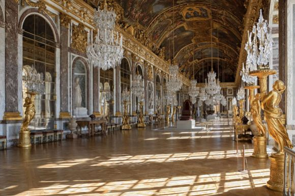 An empty Hall of Mirrors in the Château de Versailles