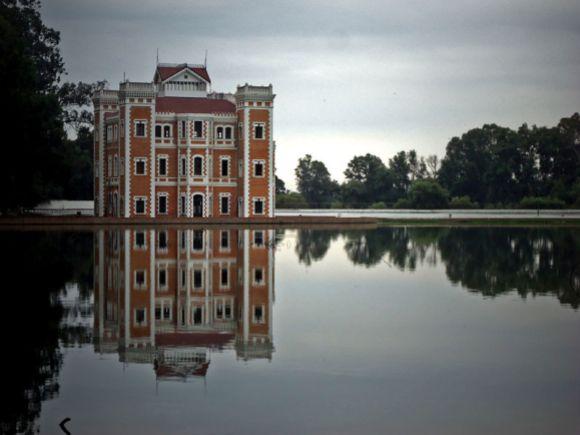 El Castillo relejando en el lago — Ex-Hacienda de Chautla, 2nd Place.  Wiki Loves Monuments 2012 Mexico.