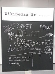 A blackboard with thoughts on Wikipedia, used at a techers' conference.