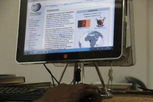 WikiAfrica accueille la population locale de Douala, au Cameroun, et les encourage à contribuer aux sites Wikimedia.