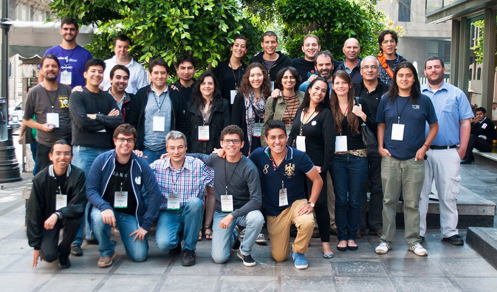"""Iberoconf 2013 - Foto grupal"" by ProtoplasmaKid, under CC-BY-SA-3.0"