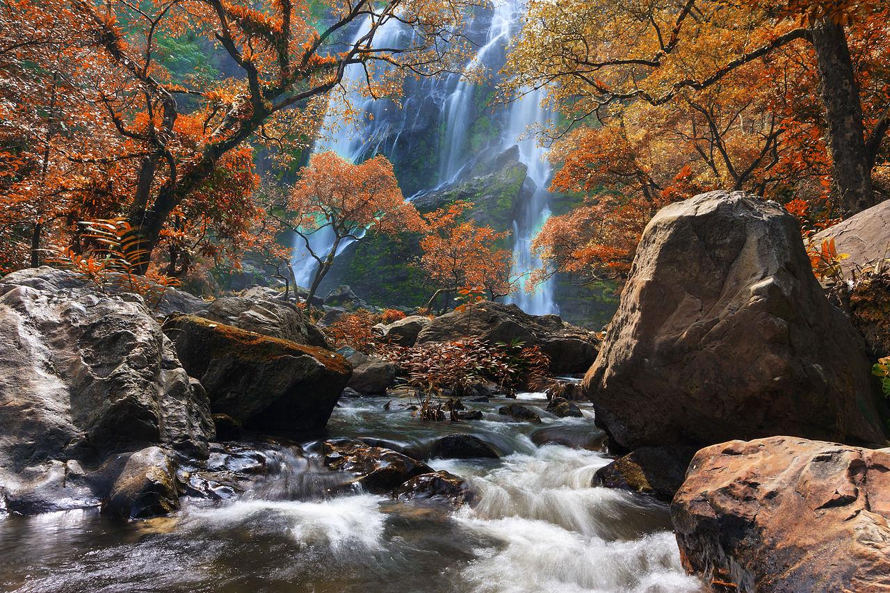 """Klonglan waterfall 03"" by Khunkay, under CC-BY-SA-3.0"