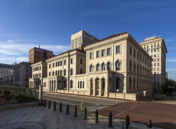 Richmond_Federal_Appeals_Court_and_skyline_VA2