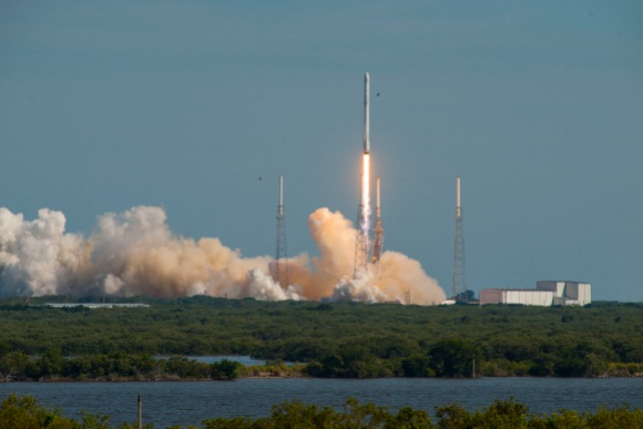 CRS-8_liftoff_(25709481274)