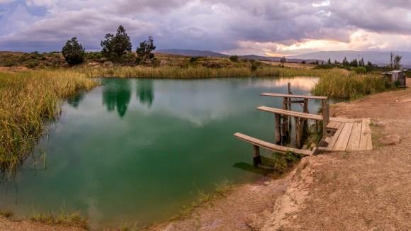 Panorama_ensamblado_del_desierto_de_los_posos_azules