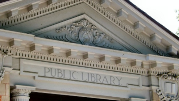 The mission of public libraries and librarians align closely with that of the Wikimedia movement. The Online Computer Library Center will train 500 librarians to support offline training and outreach activities in public libraries across the USA. Photo by Ken Figlioli, CC BY-SA 2.0.
