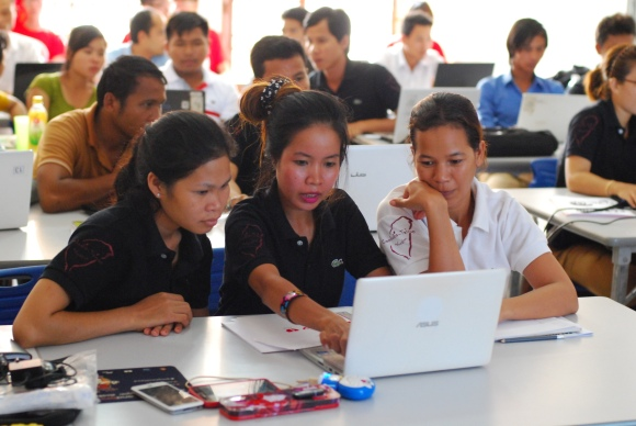 The Kiwix/Offline medical project will improve software that enables access to Wikipedia health content in areas with limited internet access. Photo of 2015 Kiwix offline Wikipedian training camp in Cambodia, by Tapei Medical University FL Young International Service, freely licensed under CC BY-SA 4.0.